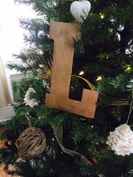 rustic - chic - charming - christmas - tree - ornaments